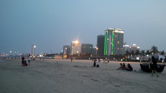 Đà Nẵng: 'Nước biển bình thường cứ vô tư tắm'!