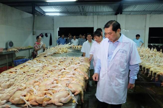 Chủ tịch Đà Nẵng kiểm tra  về an toàn thực phẩm lúc 1 giờ sáng