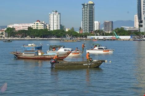 Vụ chìm tàu trên sông Hàn: Tạm đình chỉ giám đốc Cảng vụ Đường thủy nội địa