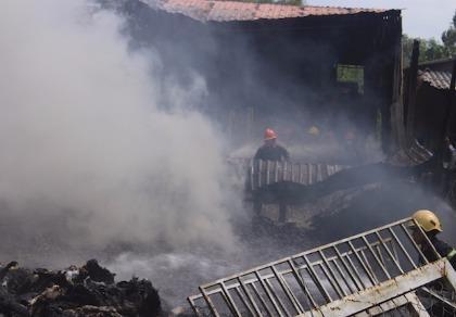Cháy rụi cơ sở thu mua phế liệu