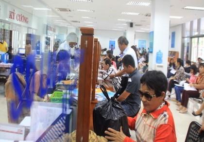 Đà Nẵng: Trao giấy khai sinh, hộ khẩu và thẻ BHYT tận nhà