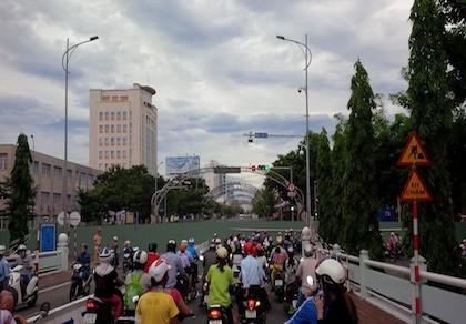 Giao thông khu vực trung tâm Đà Nẵng hỗn loạn vì rào đường