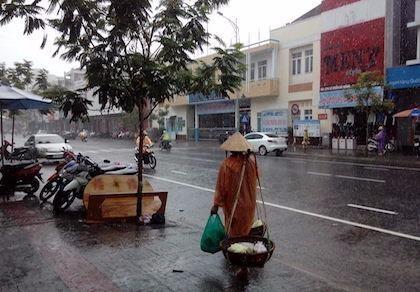 Cảnh báo mưa to, lũ lên nhanh tại miền Trung