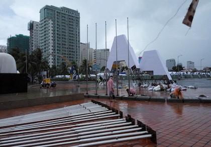 Đà Nẵng: Đại hội thể thao bãi biển 'chạy' bão