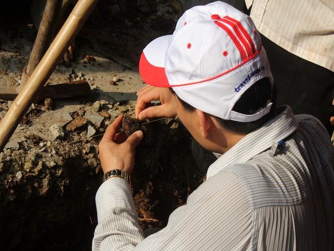 Thấy gì khi khai quật khu vực mộ vua Quang Trung
