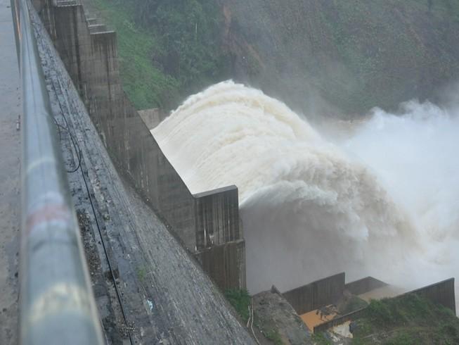 Quảng Nam: Các thủy điện đồng loạt xả lũ