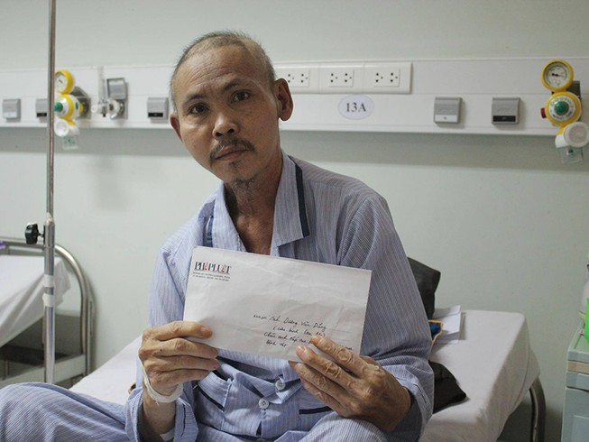 Trao tiền hỗ trợ cựu binh Gạc Ma đang mang trọng bệnh