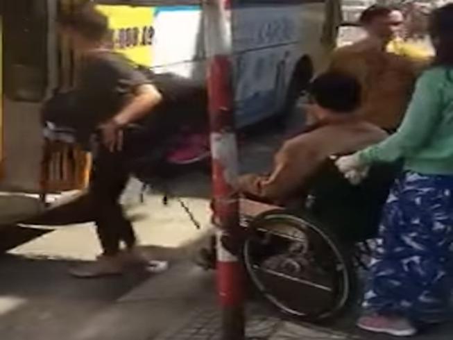 Bức xúc vì xe buýt từ chối chở người khuyết tật