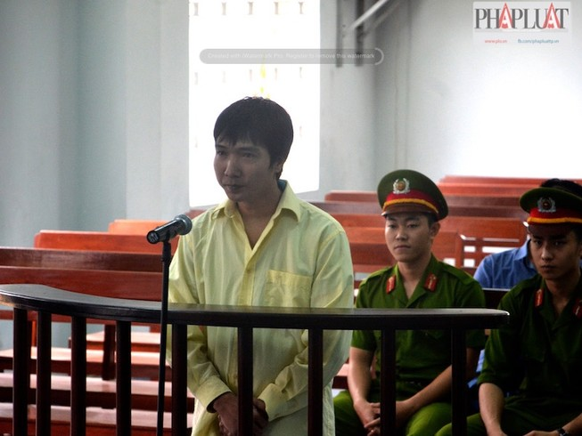 Một phóng viên hầu tòa về tội cưỡng đoạt tài sản