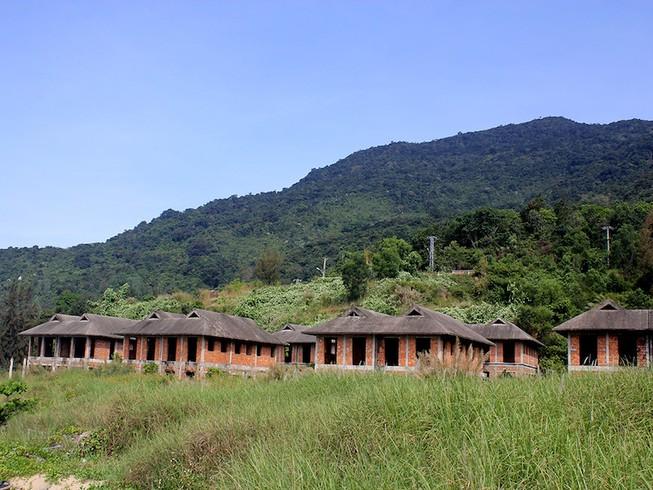 Hàng chục biệt thự cực đẹp bị bỏ hoang tại Sơn Trà