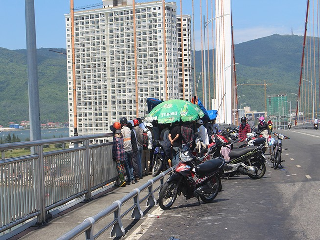 Nam thanh niên nhảy cầu Thuận Phước tự tử
