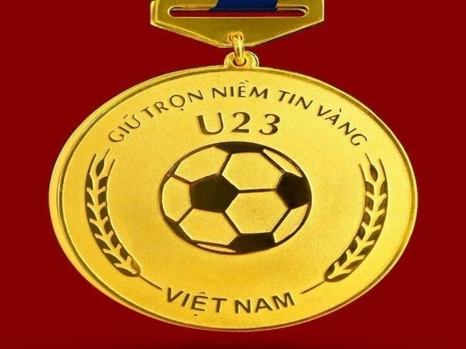 Chế tác bộ HCV khắc hình các cầu thủ U-23 Việt Nam