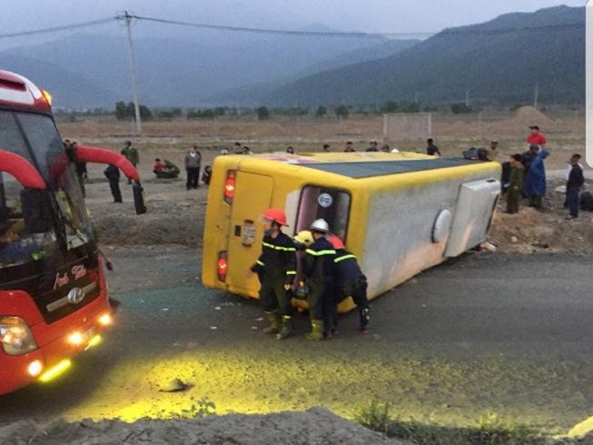 Image result for Lật xe khách da nang