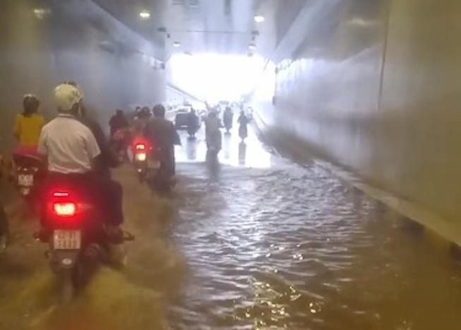 Hầm chui gần 120 tỉ mới thông xe đã ngập nước