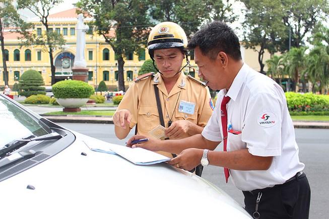 CSGT TP.HCM tung quân ra đường ghi hình phạt vi phạm giao thông