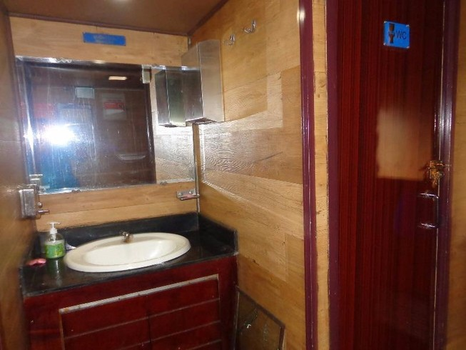 Chùm ảnh: Đường sắt đổi mới bắt đầu từ... cái toilet