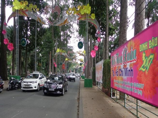 Bắt đầu lắp dựng khu Hội Hoa Xuân 2017