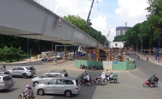 Hai cầu vượt vào sân bay thông xe trước hai tháng