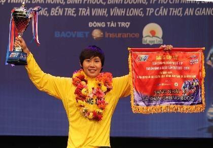 Nguyễn Thị Thật lập cú đúp áo vàng, áo xanh