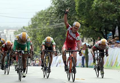 Lê Văn Duẩn thắng chặng khai mạc giải đua xe đạp đồng bằng sông Cửu Long 2016