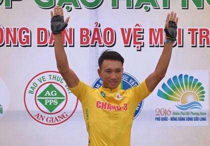 Áo vàng Nguyễn Thành Tâm 'xé' luôn áo xanh của Lê Văn Duẩn