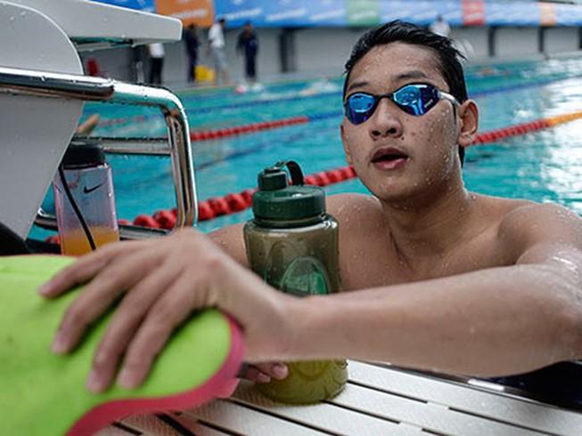 Hoàng Quý Phước phá kỷ lục 100 m tự do
