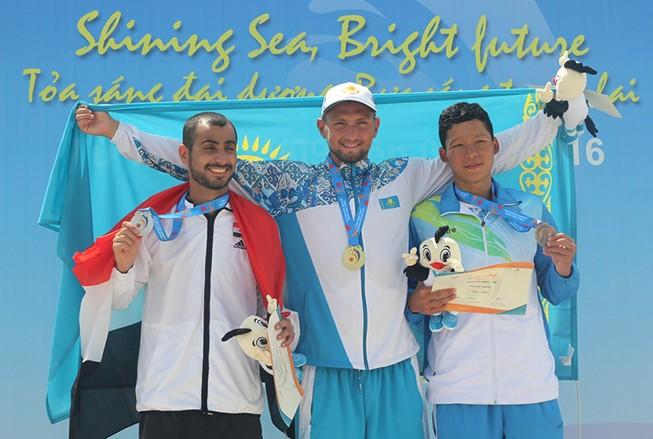 3 kình ngư cùng phá kỷ lục quốc gia 800 m tự do nam