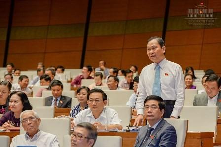Chủ tịch QH liên tục ngắt lời bộ trưởng vì trả lời quá lan man