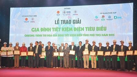 Gia đình tiết kiệm điện được thưởng 1 triệu đồng