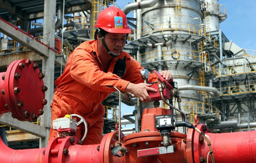 Giá dầu giảm, lọc dầu Dung Quất vẫn lãi 6.000 tỉ đồng