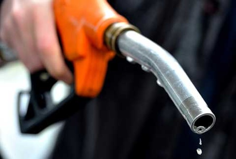 Giá bán lẻ xăng dầu Việt Nam rẻ hơn Lào, Campuchia
