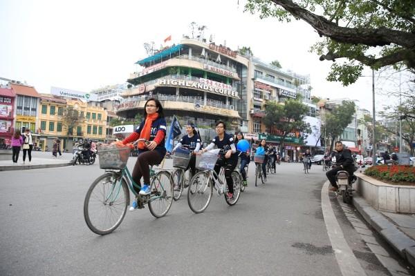 Giới trẻ Hà Nội chạy bộ, đạp xe hưởng ứng giờ Trái đất 2016