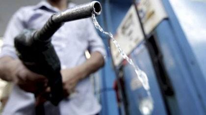Chiều nay, giữ giá xăng tăng giá dầu