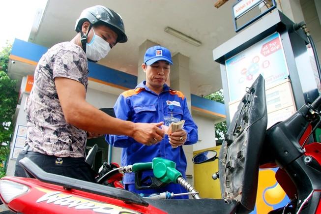 Giá xăng dầu đồng loạt tăng vì thuế nhập khẩu