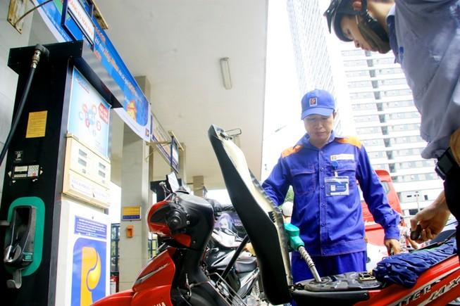 Tăng giá xăng dầu từ 16 giờ 45 hôm nay