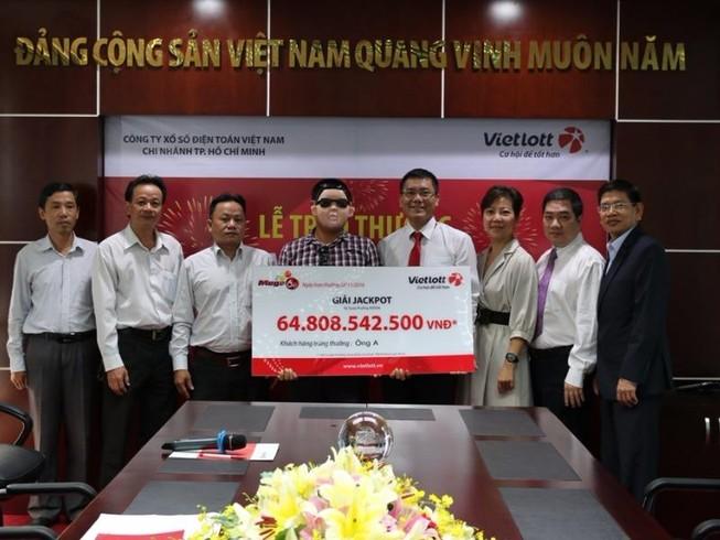 Chủ nhân giải jackpot 64,8 tỉ đã nhận thưởng