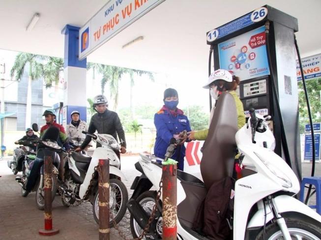 Giữ nguyên giá xăng, giá dầu tăng nhẹ