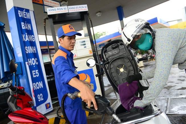 Giá xăng sẽ được điều chỉnh ra sao trong ngày mai?