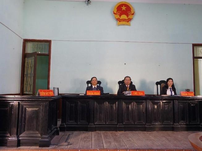 Thay KSV chỉ trong 1 ngày, Tòa từ chối xử