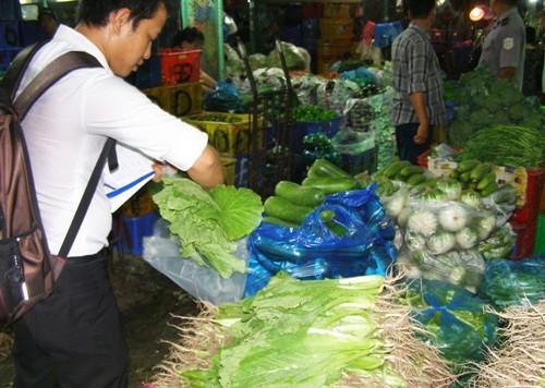 Người tiêu dùng đối mặt dư lượng  hóa chất trong thực phẩm