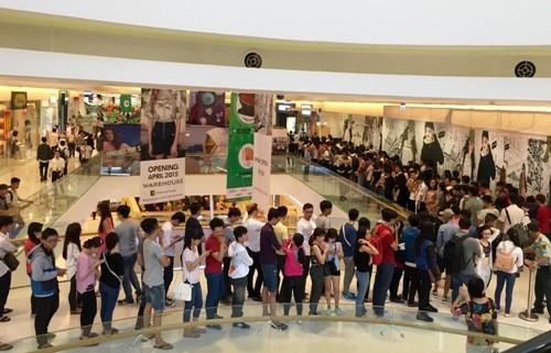 Hàng hiệu giảm giá đến 50% tại Crescent Mall