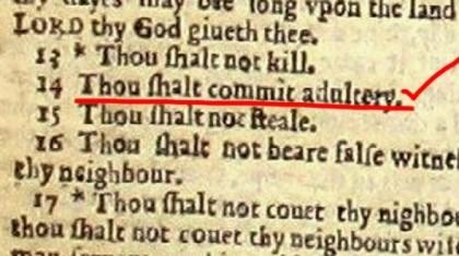Đấu giá bản Kinh thánh cuối cùng có lỗi đánh máy 'chết người'