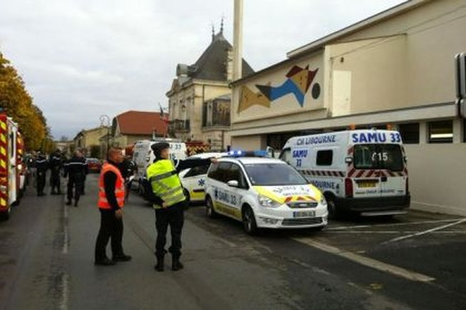 Pháp: Xe khách đâm xe tải, ít nhất 49 người chết