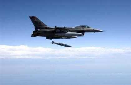 Mỹ không kích Syria, lần đầu phá hủy 116 xe chở dầu của IS