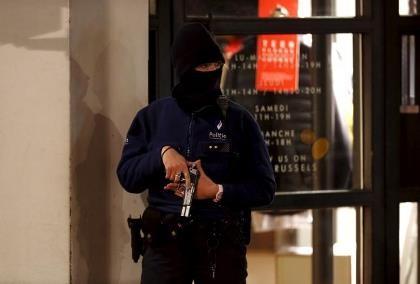Bắt 16 nghi can khủng bố, 'trùm' Salah Abdeslam vẫn bặt tăm
