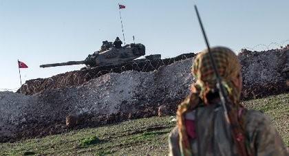 Thổ Nhĩ Kỳ điều 20 xe tăng tới biên giới Syria