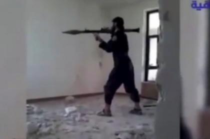 Phiến quân IS nổ tung khi đang bắn súng phóng lựu