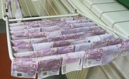 100.000 euro trôi giạt trên sông tại Áo