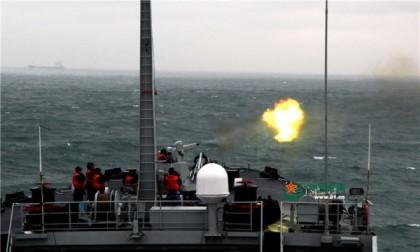 Trung Quốc huy động chiến hạm 'đánh trận giả' trên biển Đông