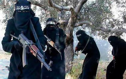 IS giết bà mẹ trẻ vì cho con bú dưới gốc cây